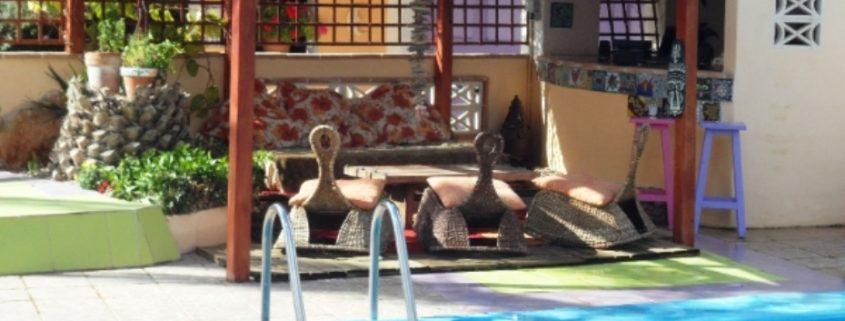 Taracasa-pool-seating-930-x-494